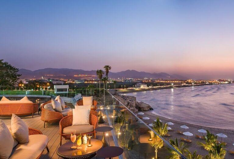 Hotel Crowne Plaza Muscat- terasa s výhľadom