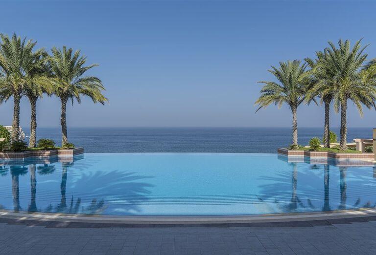 Hotel Shangri-La Al Husn Resort & Spa - hotelový bazén