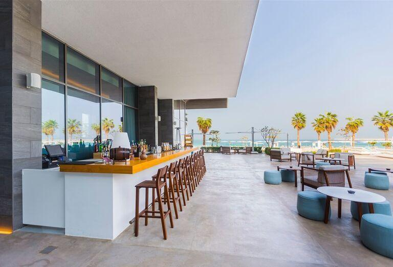 Posedenie  v hoteli Nikki Beach Resort and Spa Dubai