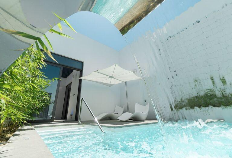 bazén  v hoteli Nikki Beach Resort and Spa Dubai