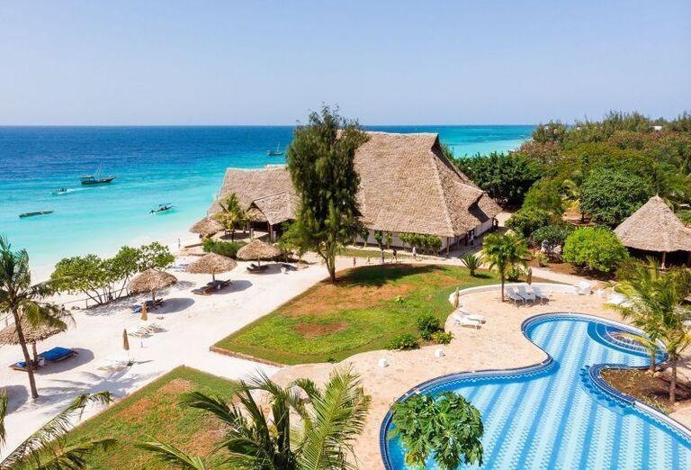 Hotel Sandies Baobab - hotelový bazén a okolie