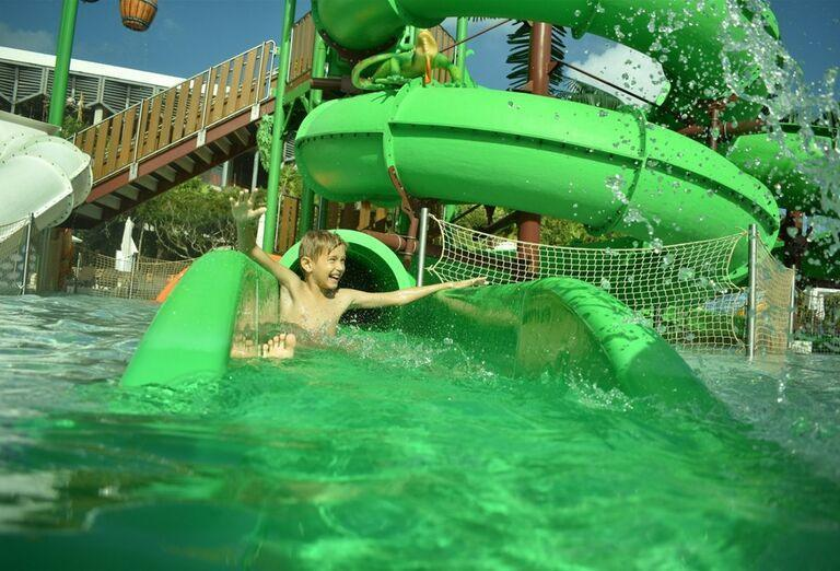 Hotel Sandos Playacar Beach - dieťa v tobogáne
