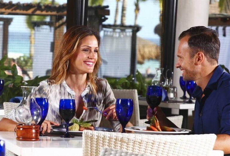 Hotel Sandos Playacar Beach - pár v reštaurácií