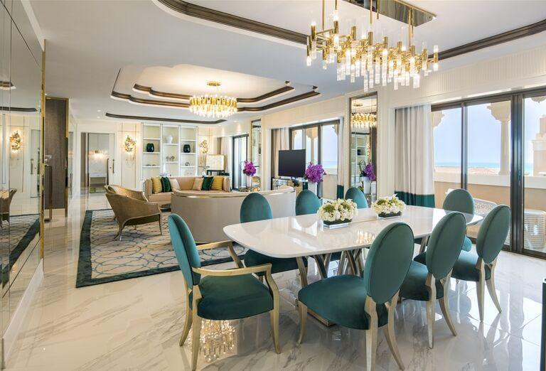Jedálenský stôl v hoteli Rixos Saadiyat Island Abu Dhabi