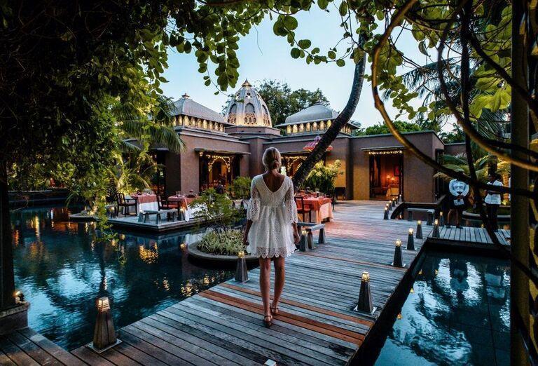 Hotel Trou Aux Biches Beachcomber Golf Resort & Spa - žena na móle