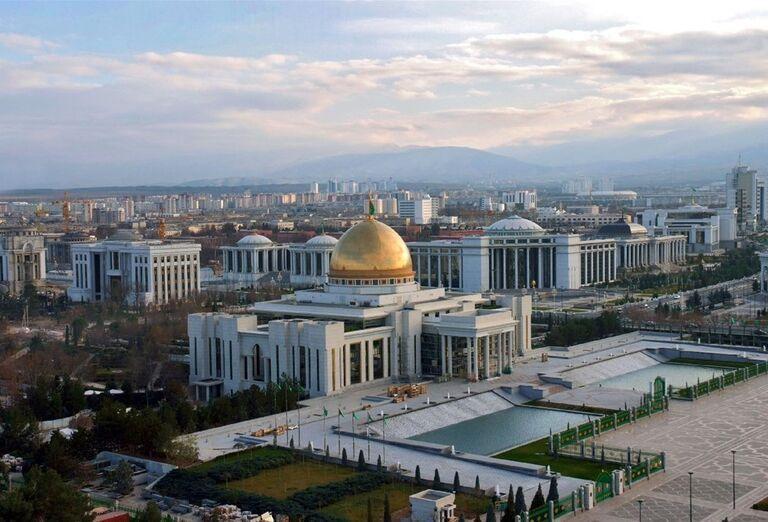 Uzbekistan & Turkménsko - klenoty Hodvábnej cesty - Prezidentský palác v Ašgabate