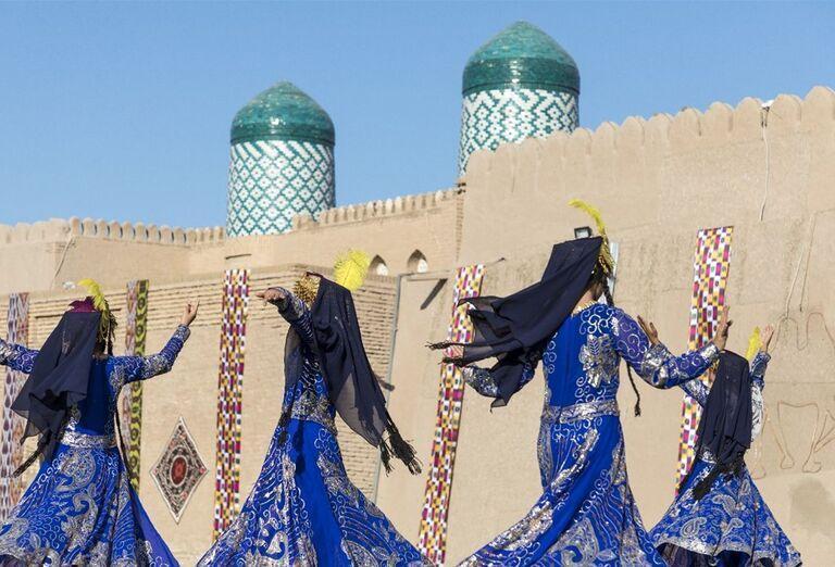 Uzbekistan & Turkménsko - klenoty Hodvábnej cesty - tanečnice