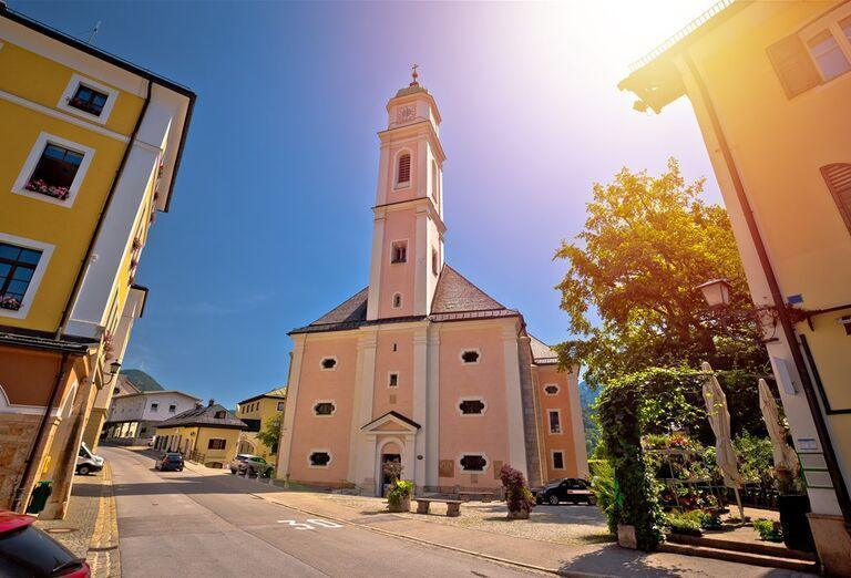 Vodopády a rokliny, poznávací zájazd Rakúsko - kostol v meste