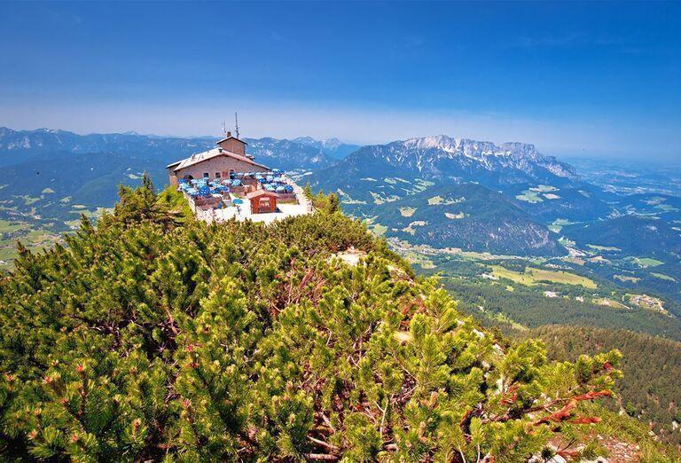 Vodopády a rokliny, poznávací zájazd Rakúsko - reštaurácia na kopci