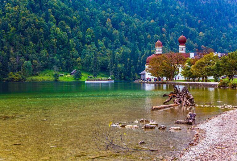 Vodopády a rokliny, poznávací zájazd Rakúsko - jazero a mesto