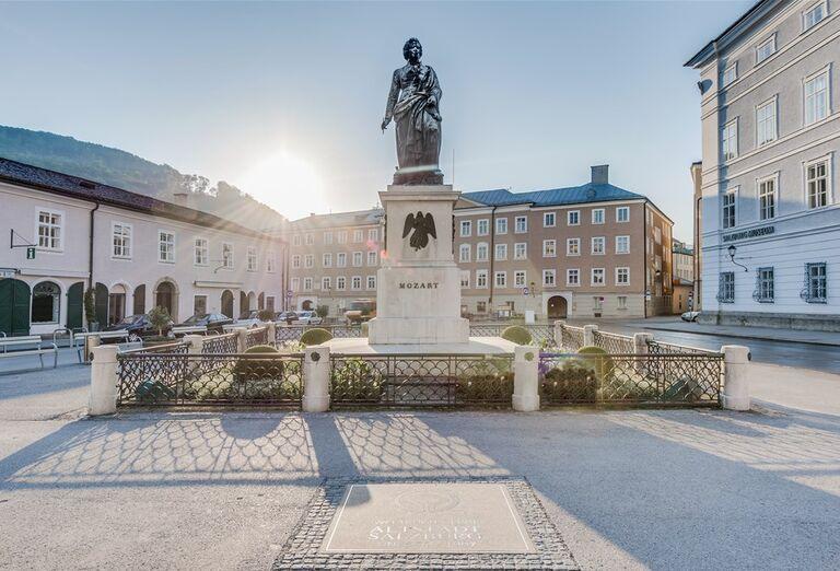 Vodopády a rokliny, poznávací zájazd Rakúsko - mozartova socha