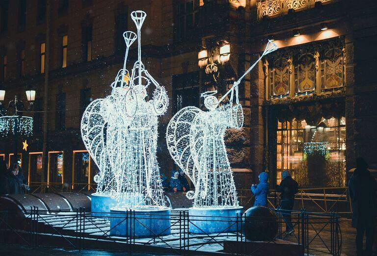 Advent v Petrohrade -  dekorácie andelov