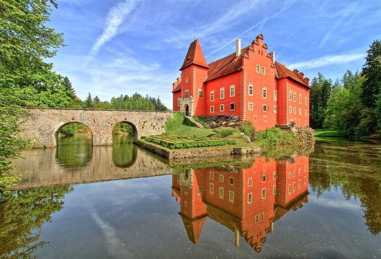 Južné Čechy - najkrajšie poklady - dom pri jazere