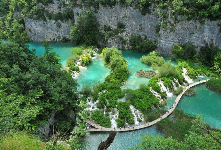 Víkend na Plitviciach - pohľad na jazerá