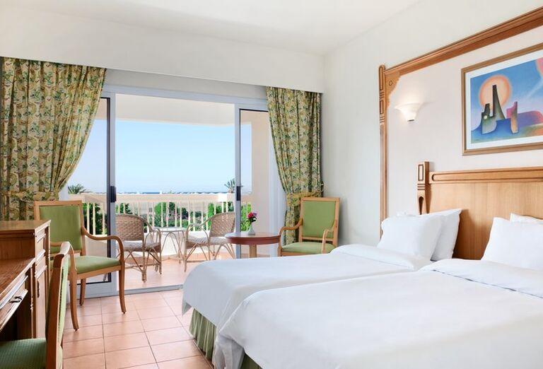 Izba s terasou a posedením v hoteli Hurghada Long Beach Resort