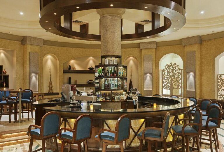 Lobby bar v hoteli Hilton Hurghada Long Beach Resort