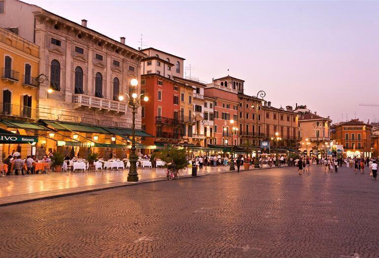 Advent vo Verone - ulice talianska