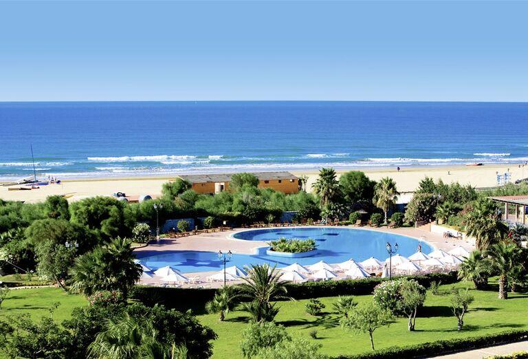 Hotel Conte di Cobrera - bazén v záhrade a pláž