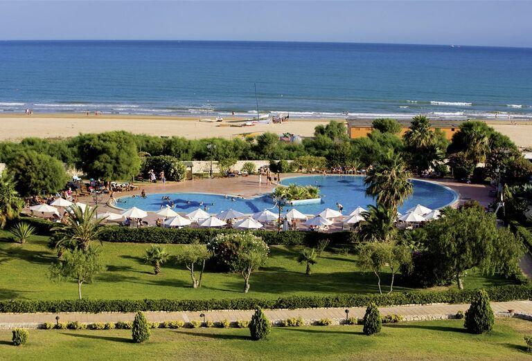 Hotel Conte di Cobrera - bazén a pláž