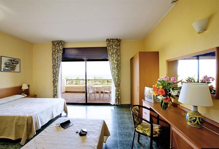 Hotel Conte di Cobrera - izba s balkónom