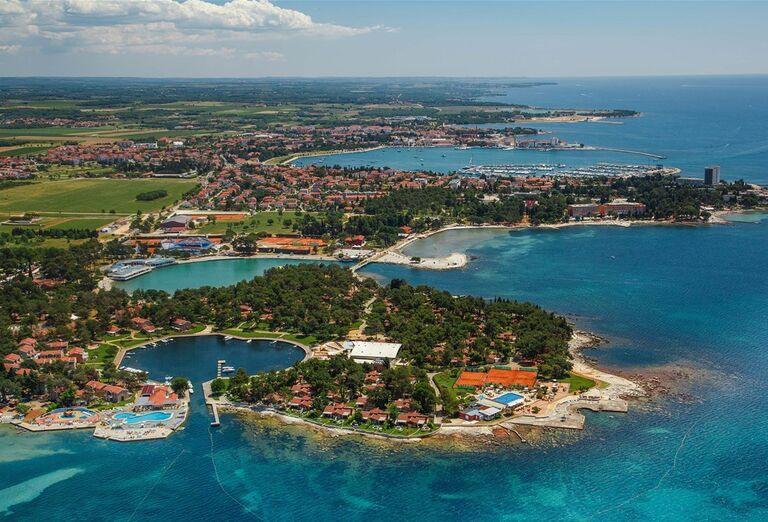 Apartmány Sol Amfora - Pohľad z výšky na more a ostrov