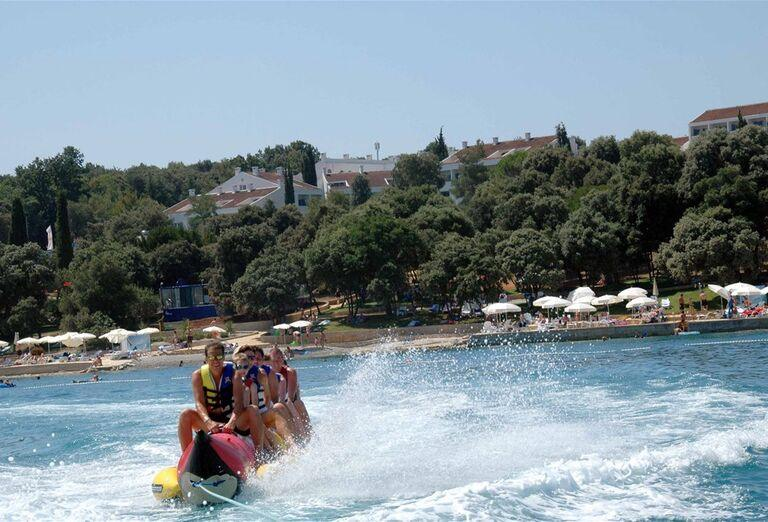 Vodné športy na pláži vo valamar Club Tamaris