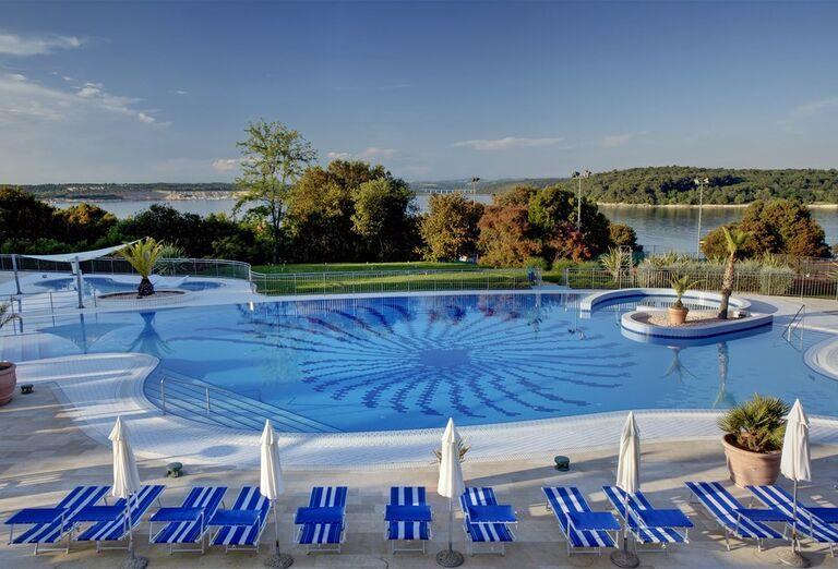 Bazén v rezorte Valamar Club Tamaris