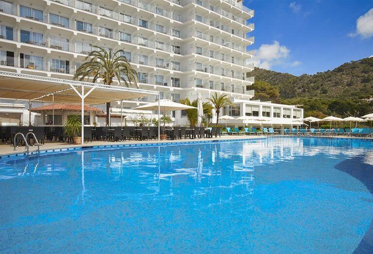 bazén v hoteli Castell Royal, Malorka, Španielsko