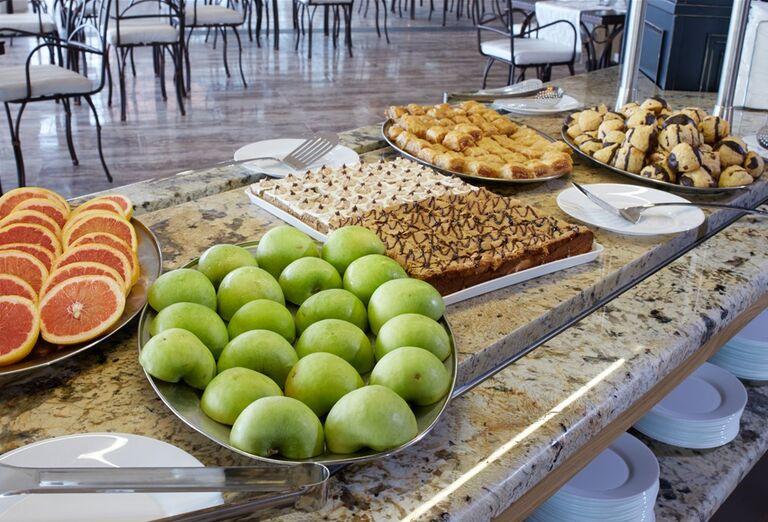 Ponuka švédskych stolov v hoteli Paradise Beach