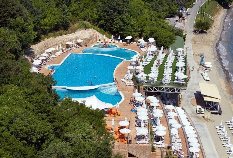 Bazén v hoteli Paradise Beach