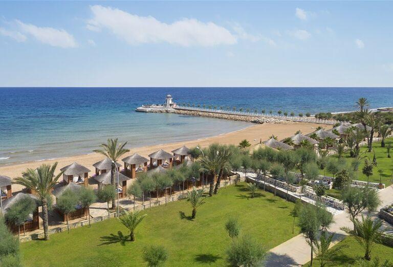 Nádherná piesková pláž pri hoteli Noah´s Ark Deluxe Hotel