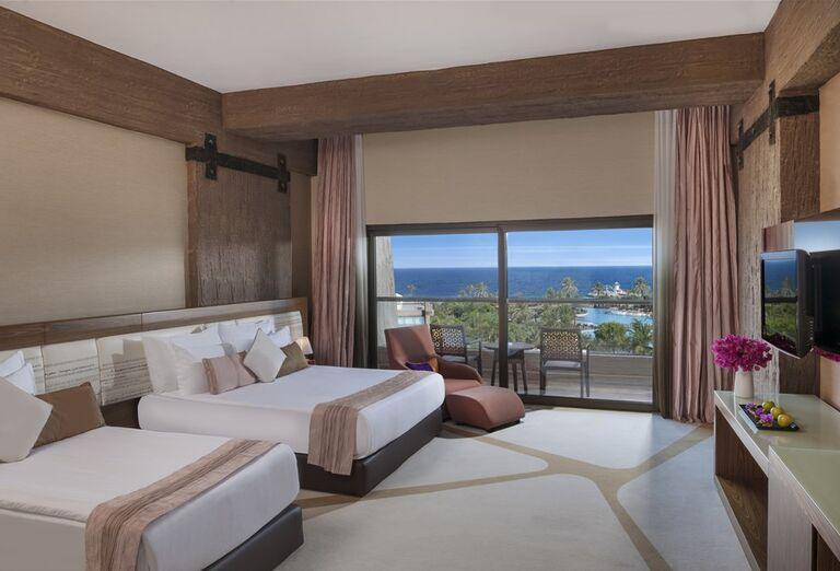 Izba s výhľadom na more v hoteli Noah´s Ark Deluxe Hotel