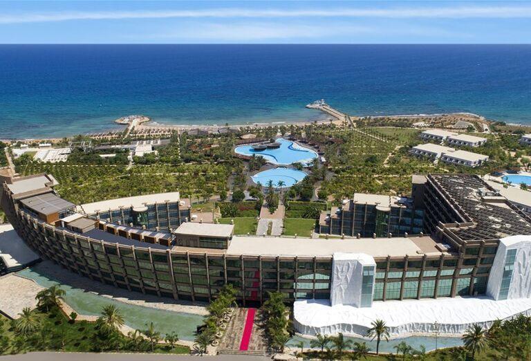 Pohľad z výšky na hotel Noah´s Ark Deluxe Hotel