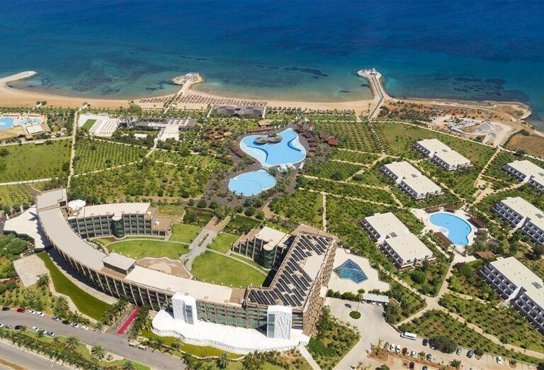 Pohľad na hotel Noah´s Ark Deluxe Hotel a pláž