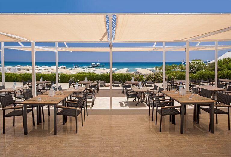 Vonakjšia reštaurácia v hoteli Kaya Artemis