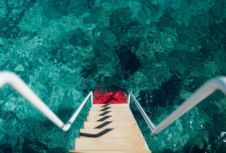 Vstup do mora po schodíkoch