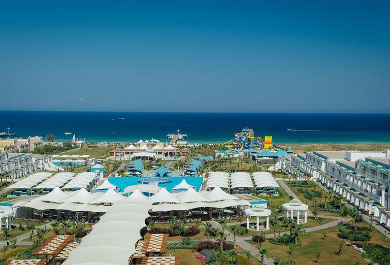 Pohľad na areál hotela Limak Cyprus