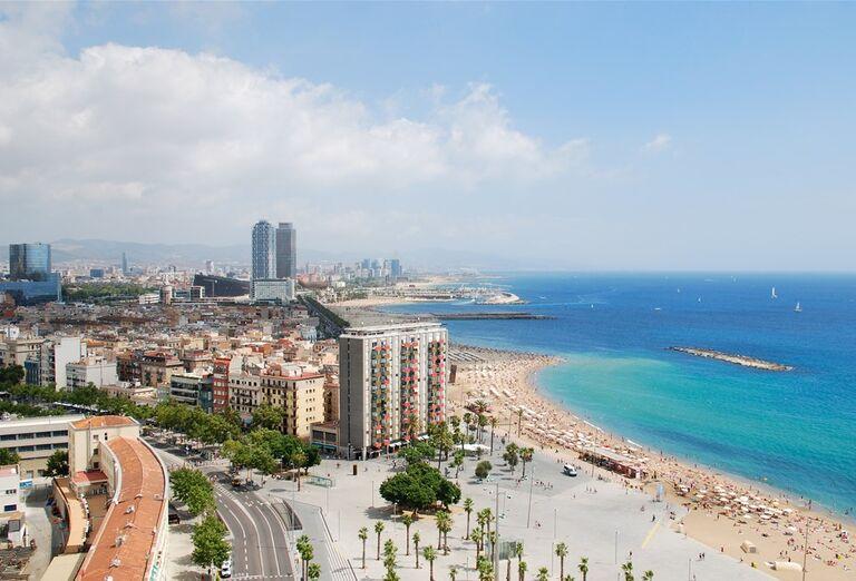 Barcelona s pobytom pri mori - Pohľad z výšky na more a ostrov