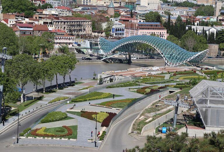 Západné Gruzínsko - presklenný most v meste
