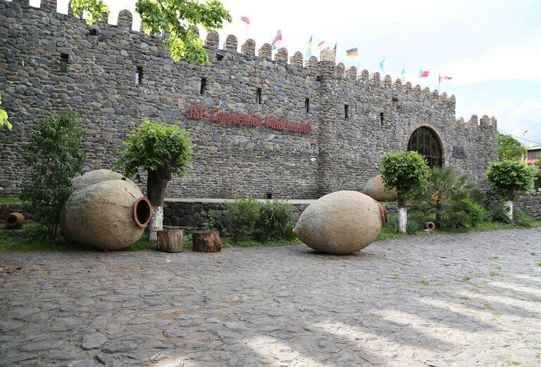 Západné Gruzínsko - múry pri hradbe