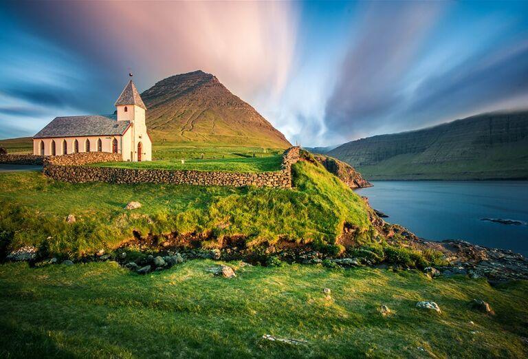 Faerské ostrovy - kostol na kopci