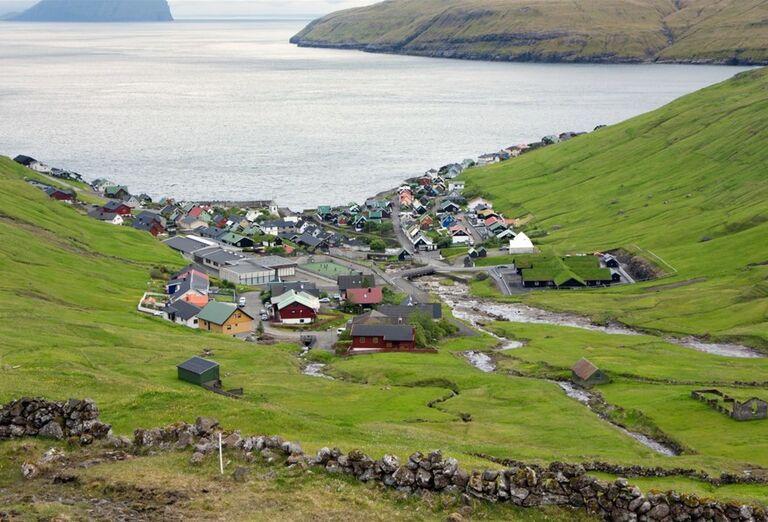 Faerské ostrovy - dedinka na lúke