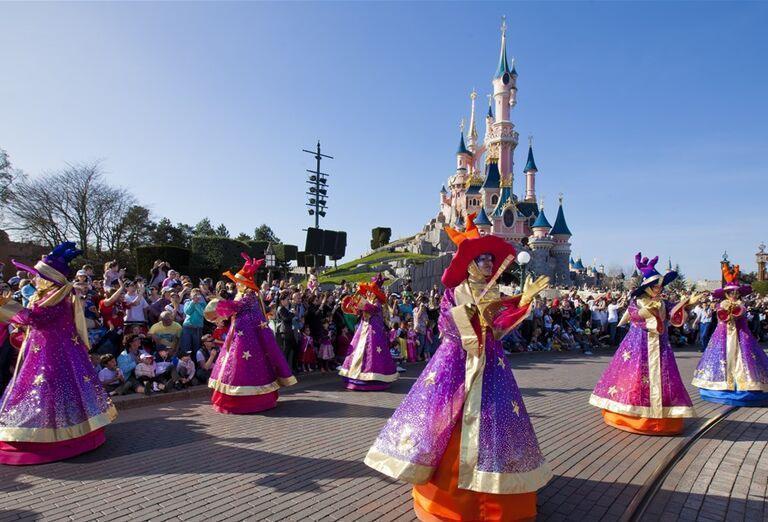 Kostýmy a atrakcie, Paríž & Disneyland