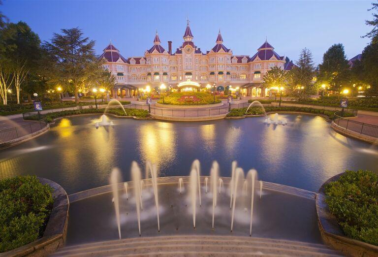 Fontána, Paríž & Disneyland