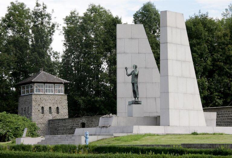 Víkend v Linzi a okolí - socha muža