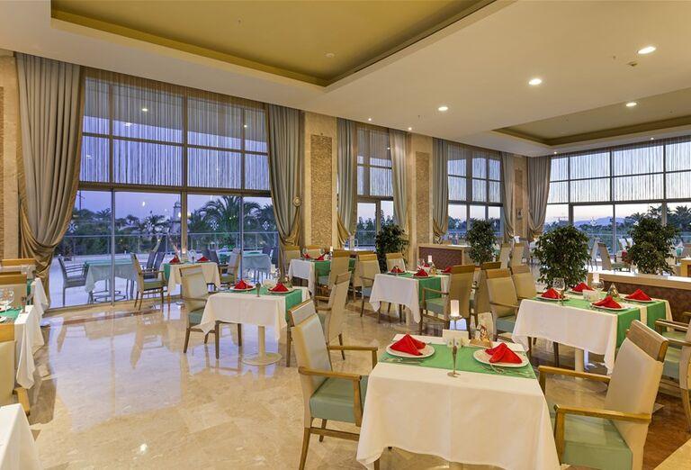 Reštaurácia v hoteli Miracle Resort