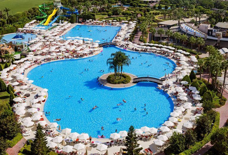 Bazén v hoteli Miracle Resort