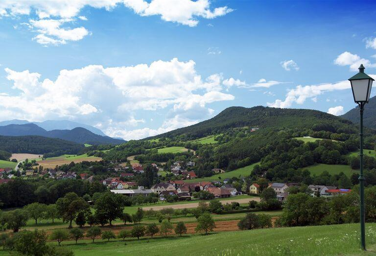 Na ceste krajom Viedenských Álp - pohľad na okolie