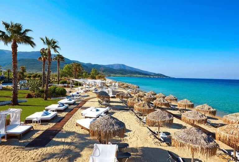 Piesková pláž pred hotelom Ilio Mare