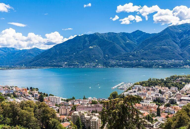 Najkrajšie jazerá Talianska a Švajčiarska a mestečko